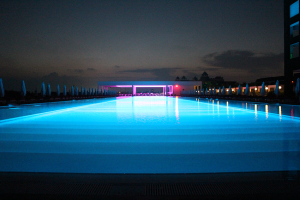 Relax-Pool at night
